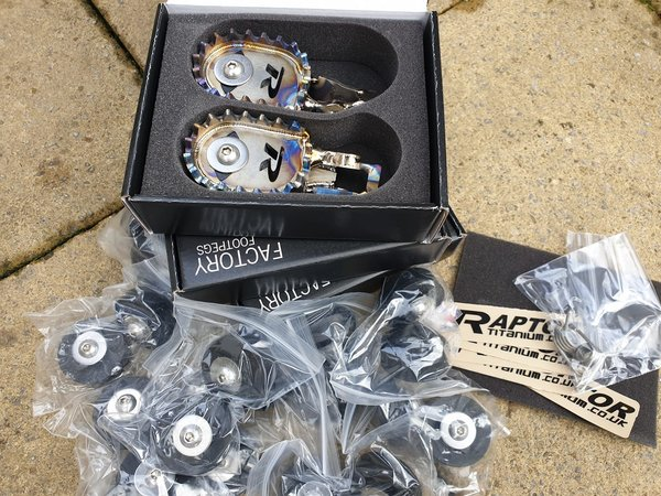 Raptor Titanium SM Footpegs